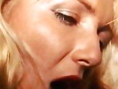 VODEU - Vintage-Dame masturbiert