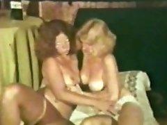 GIRL-ON-GIRL Peepshow Loops 537 70s and 80s - Scene two