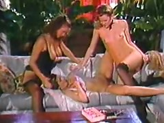Retro girl/girl threesome with hot cunt gobbling act