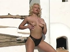 Hitchhiking and beach stripping - Julia Reaves